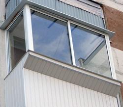 На таком балконе монтаж наружного блока возможен только с альпинистом